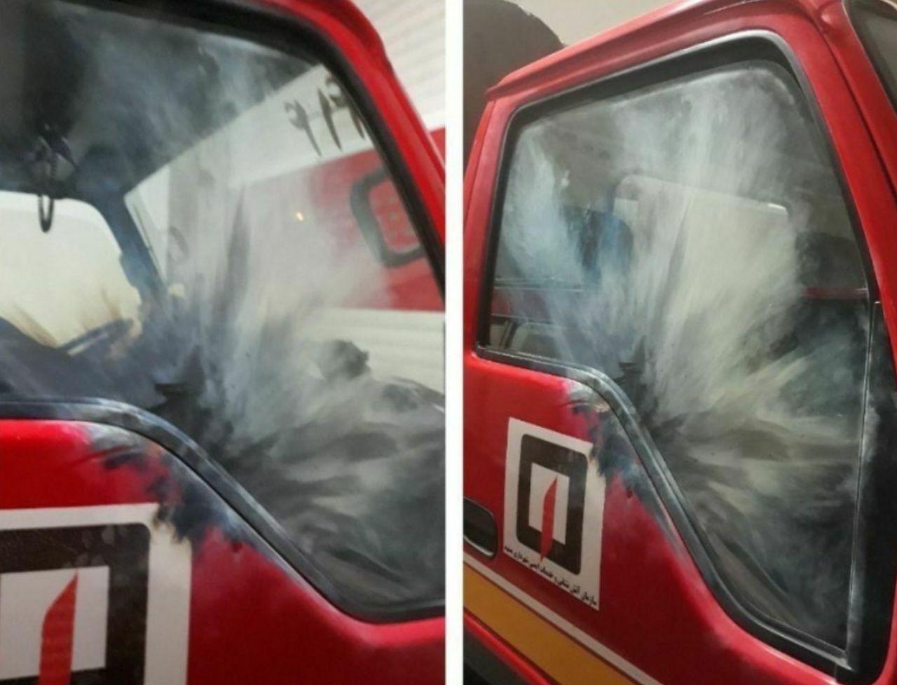 (عکس) اصابت نارنجک به ماشین آتشنشانی
