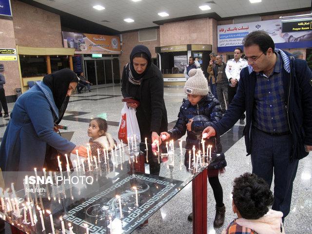 روشن کردن شمع به یاد جانباختگان پرواز «تهران- یاسوج» در فرودگاه یاسوج