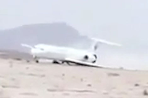 (ویدئو) لحظات ترسناک فرود بدون چرخ فوكر١٠٠ هواپیمایی آسمان
