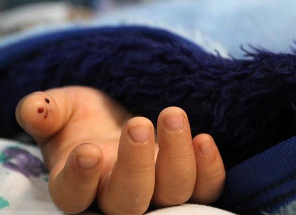 (تصاویر) مرگ مغزی دختر 5ساله در پی آزار ناپدری