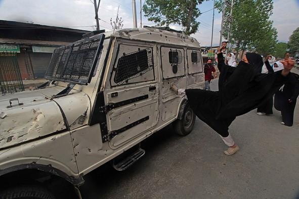 (تصاویر) قیام دختران دانشجو در کشمیر