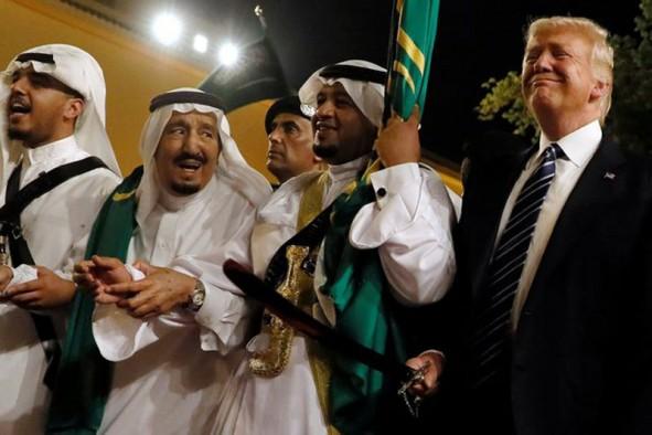 (تصاویر) از بیحجابی ملانیا تا رقص شمشیر ترامپ
