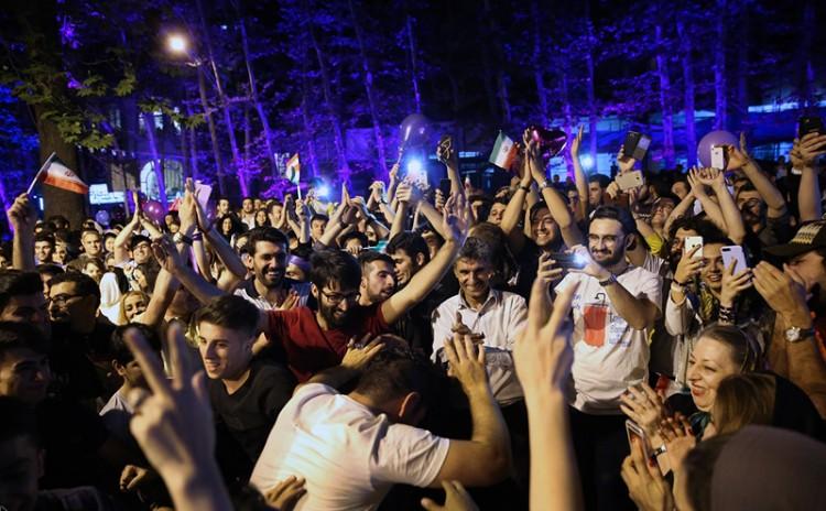 (تصاویر) جشن و شادی شبانه در تهران