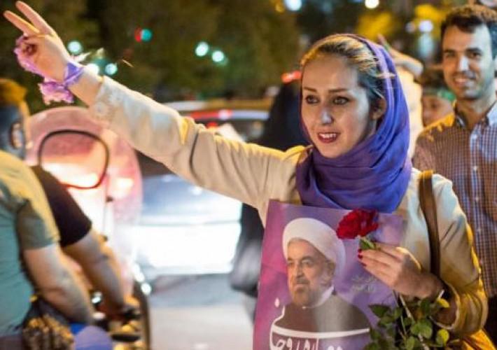 (تصاویر) گزارش رویترز از جشن پیروزی در تهران