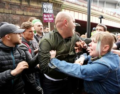 (تصاویر) درگیری در تظاهرات ضداسلامی منچستر