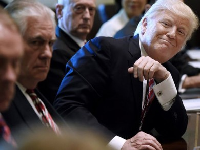(تصاویر) جنجال اولین جلسه کابینه ترامپ