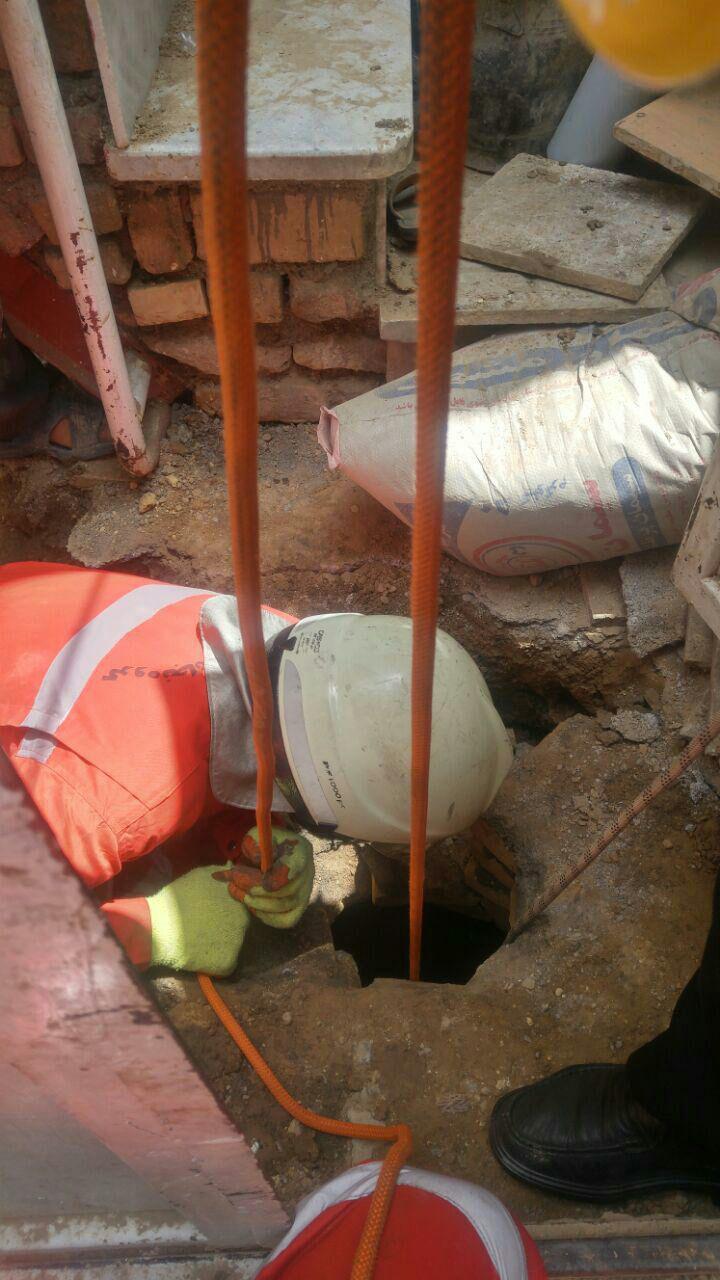 (تصاویر) سقوط کودک پنج ساله داخل چاه 10 متری