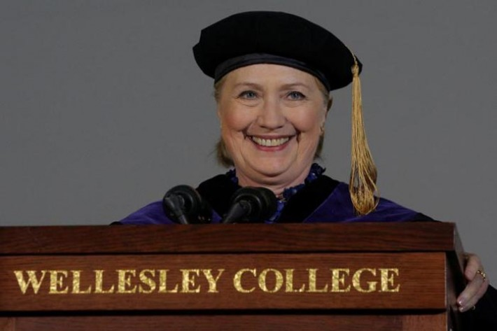 (تصاویر) سخنرانی کلینتون در کالج محل تحصیلش