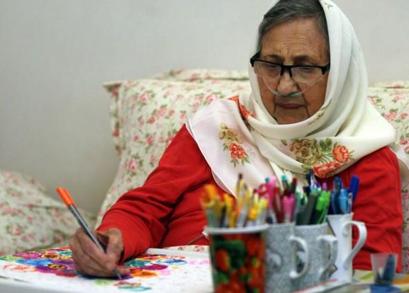 (تصاویر) مادربزرگی که 84سالگی نقاش شد