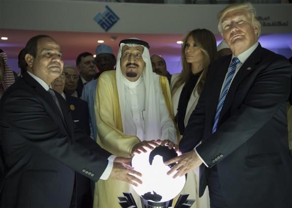 (تصاویر) منتخب تصاویر گاردین از اولین تور خارجی ترامپ