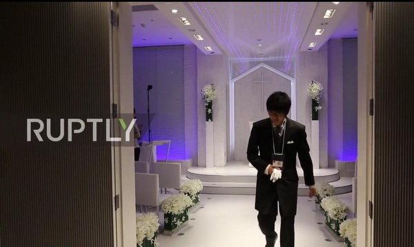 ازدواج یک جوان ژاپنی با