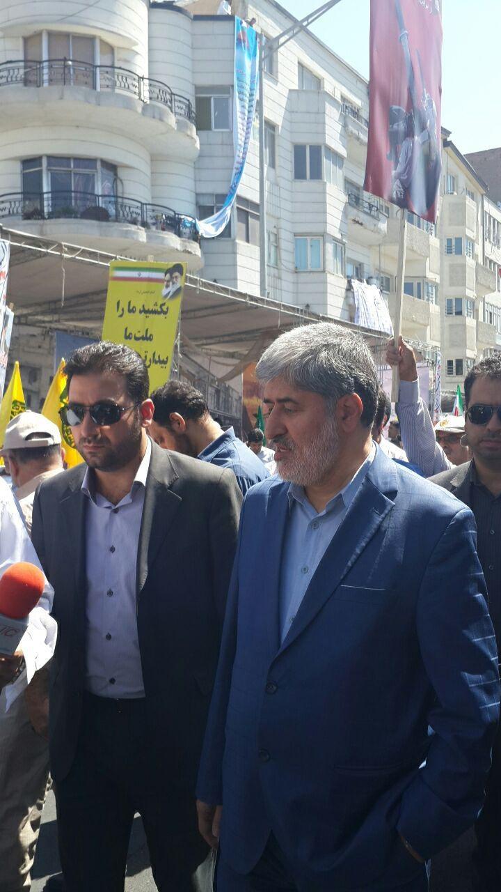 حضور پرحاشیه مطهری در راهپیمایی