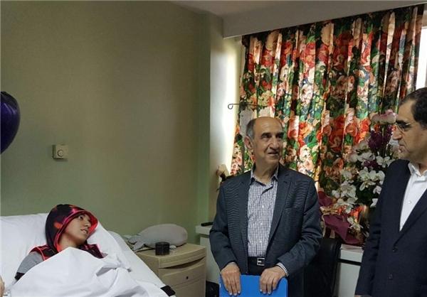 (عکس) عیادت وزیر بهداشت از کیمیا