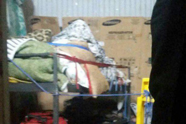 (تصاویر) انتقال زن ۳۰۰کیلویی به بیمارستان با خاور