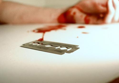 چرا دختر دبیرستانیها خونبازی میکنند؟