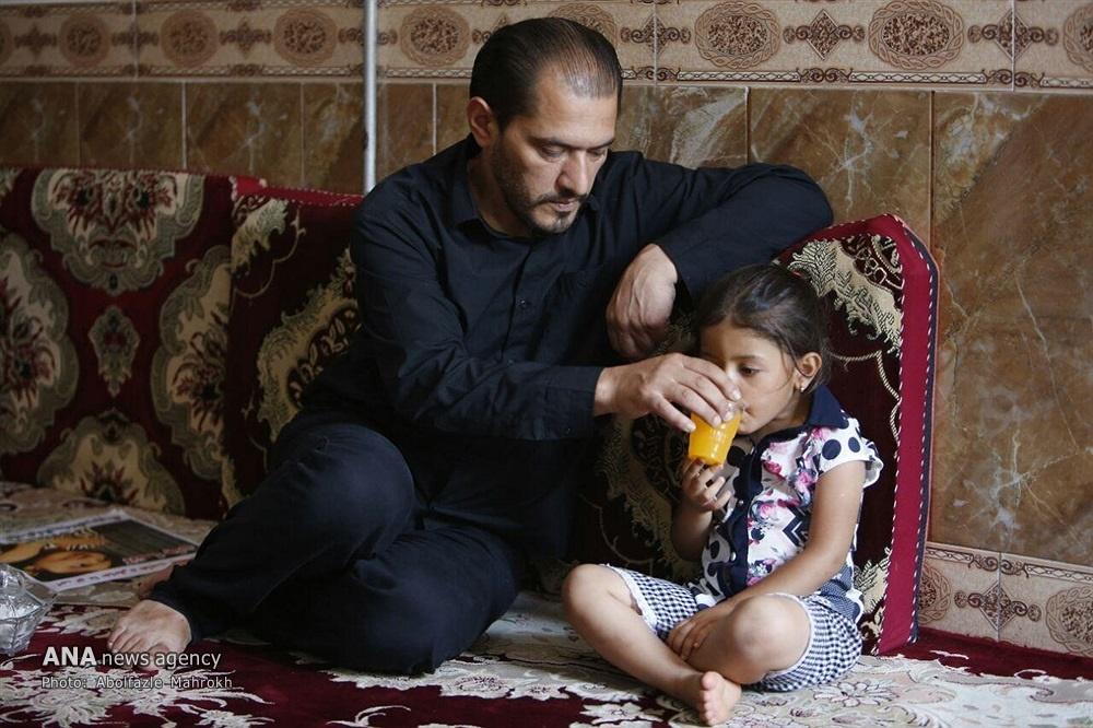 پدر آتنا: قاتل باید در ملاءعام سنگسار شود