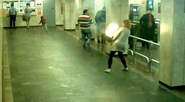 انفجار سیگار الکترونیکی در مترو!