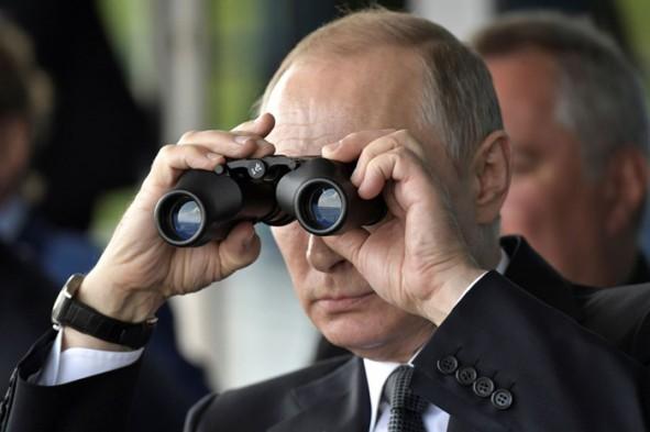 (تصاویر) پوتین در بزرگترین نمایشگاه هوافضای دنیا