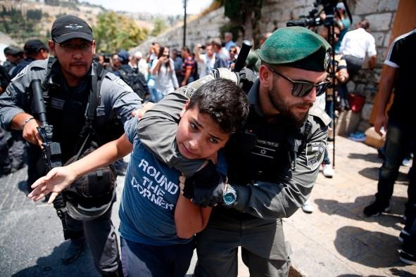 (تصاویر) خشونت کمسابقه صهیونیستها در بیتالمقدس