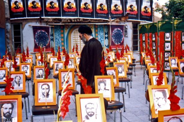 رهبر انقلاب در محل حادثه هفتم تیر