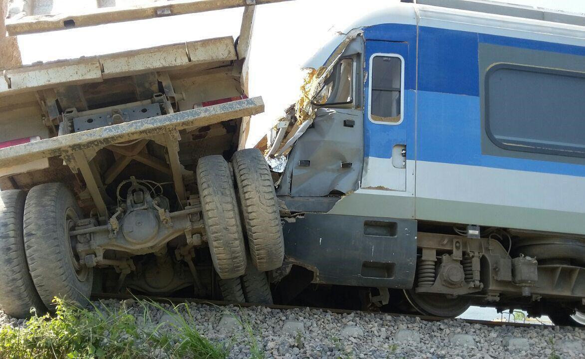برخورد قطار با تریلی در مازندران
