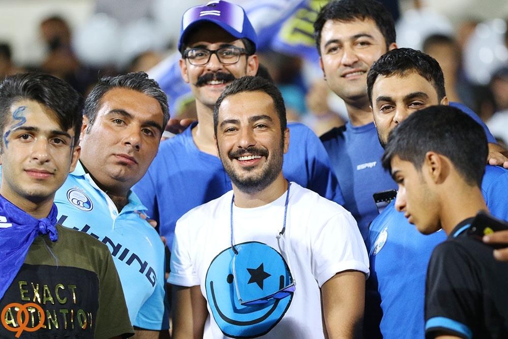 نوید محمدزاده در جمع هواداران استقلال