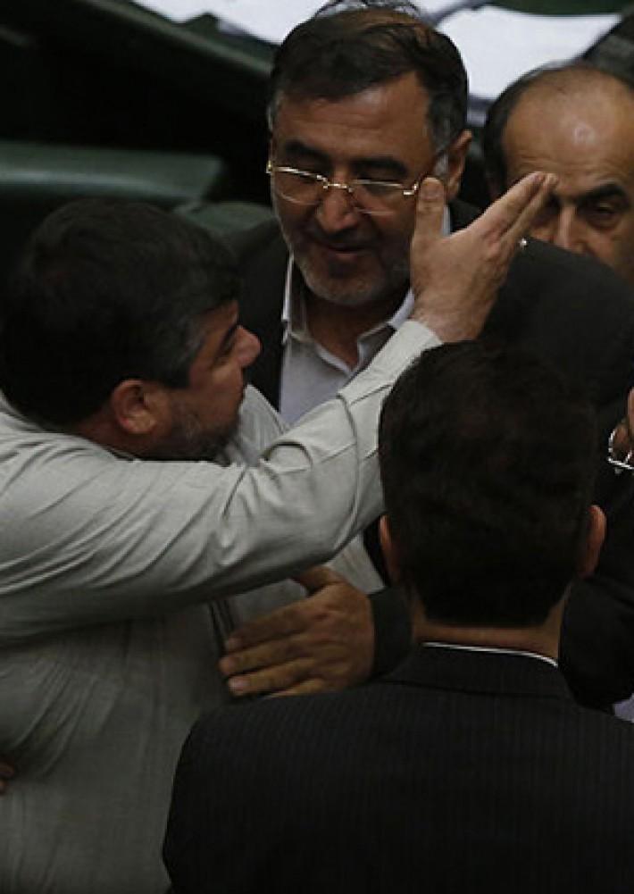 (تصاویر) متن و حواشی حضور ظریف در مجلس