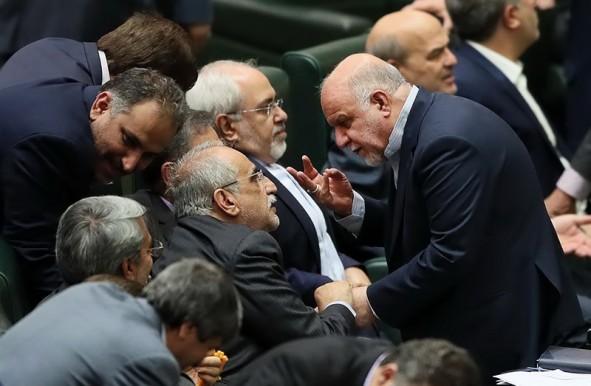 (تصاویر) حواشی حضور وزرای پیشنهادی در مجلس