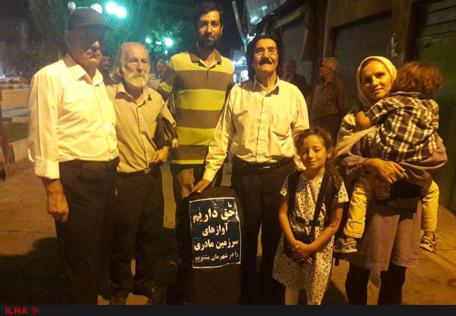 (تصاویر) اعتراض متفاوت یک خانواده مشهدی به لغو کنسرتها
