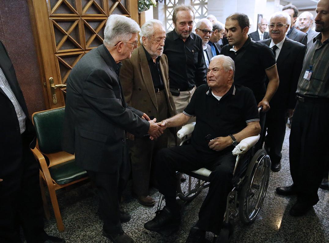 (تصاویر) عباس امیرانتظام در ختم ابراهیم یزدی