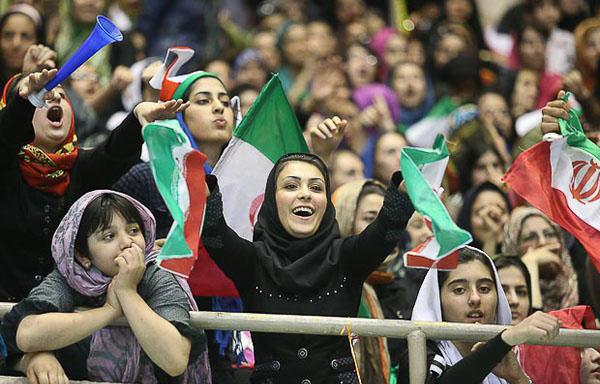 طرح سوال از وزیر درباره حضور زنان در ورزشگاهها