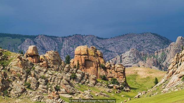 کوهستان خنتی به نام بورخان خالدون در مغولستان محل دفن احتمالی چنگیزخان مغول