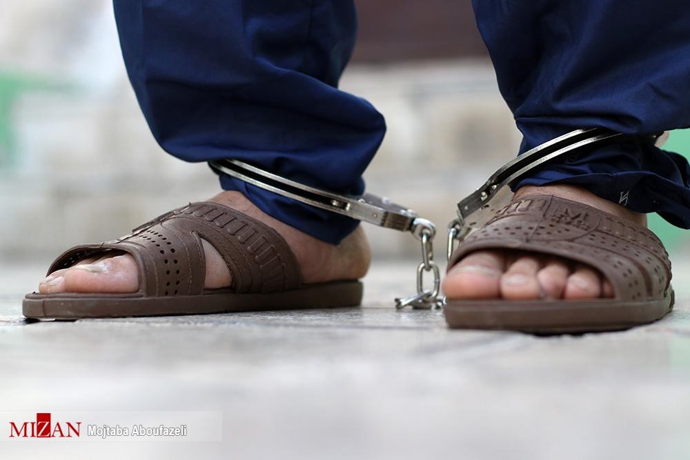 (تصاویر) قاتل آتنا در انتظار برگزاری جلسه دادگاه