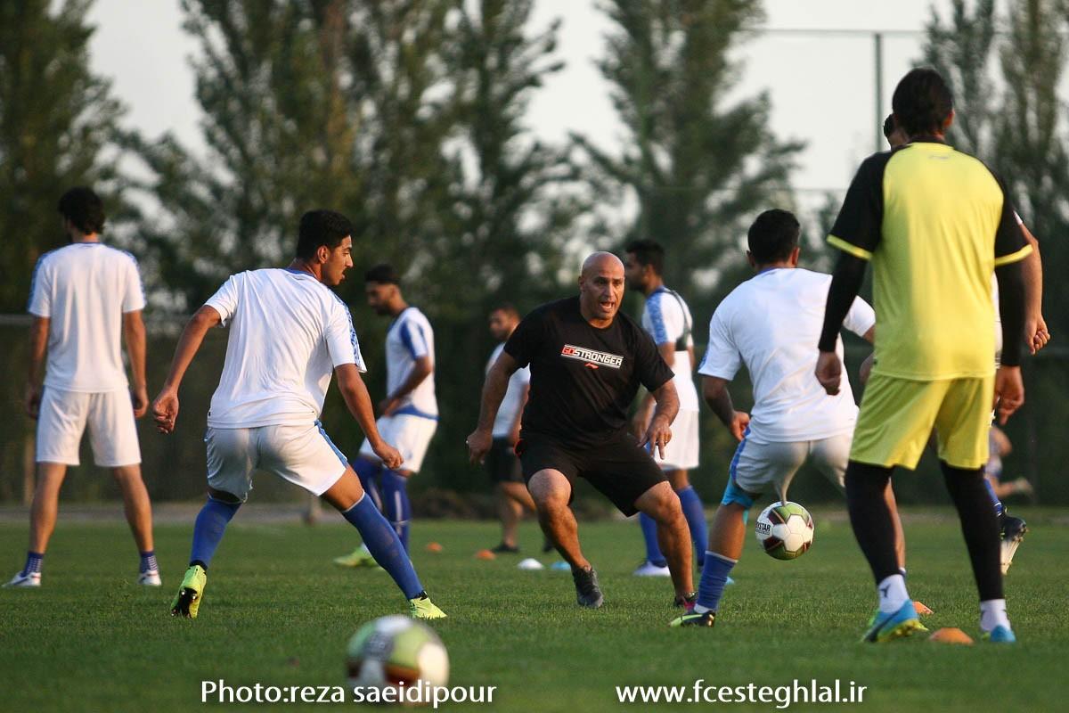 (تصاویر) شعار عجیب روی پیراهن منصوریان