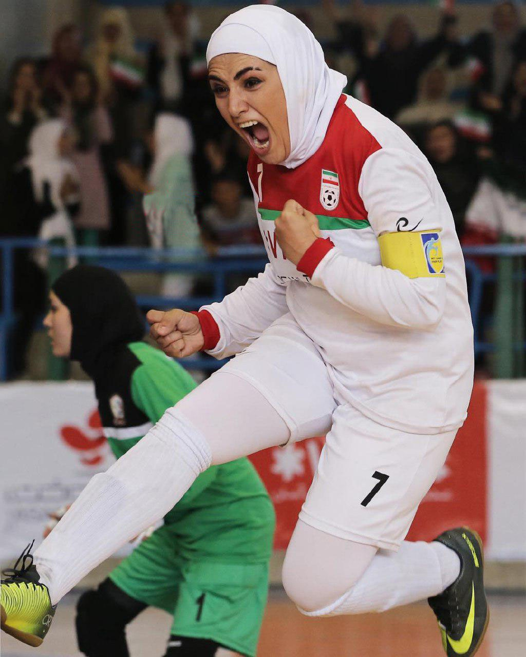 (تصویر) شادی باران کوثری در لباس تیم ملی