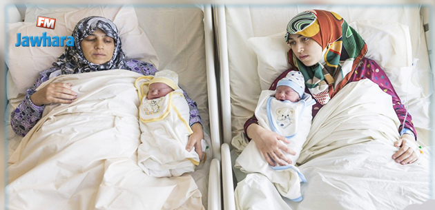 (تصاویر) وضع حمل مادر و دختر سوری در یک لحظه