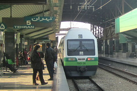 اولین فیلم از خروج قطار متروی کرج - تهران