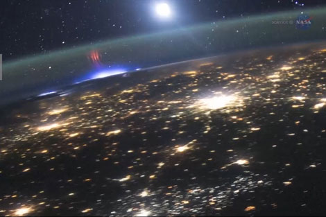 نمایش رنگ و نور در بالای جو زمین