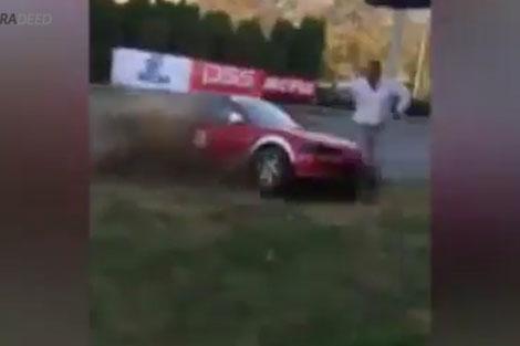 برخورد وحشتناک خودروی مسابقه به تماشاچی