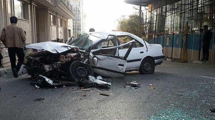 (تصاویر) تصادف شدید راننده زن با درخت در ولنجک