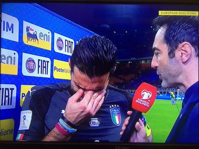 بوفون از تیم ملی ایتالیا خداحافظی کرد