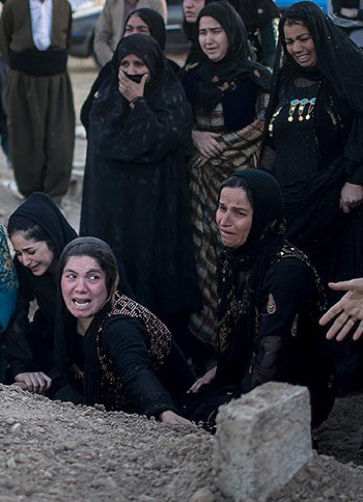 (تصاویر) مزار قربانیان زلزله در سرپل ذهاب