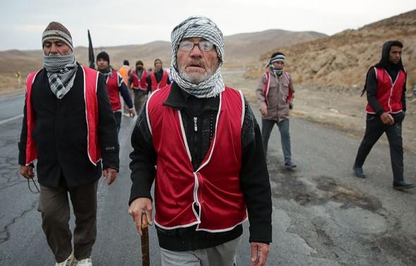 (تصاویر) زائران پیاده حرم مطهر امام رضا(ع)