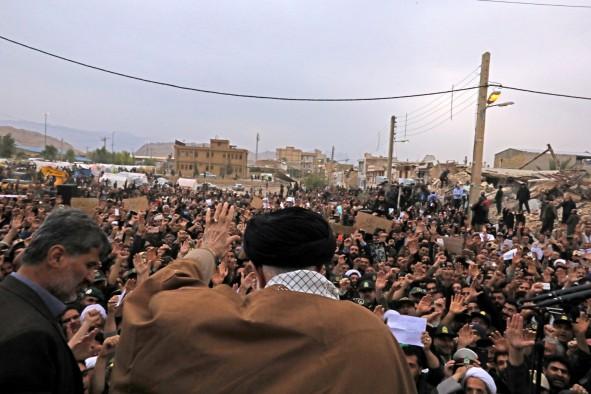 (تصاویر) حضور رهبرانقلاب در مناطق زلزلهزده