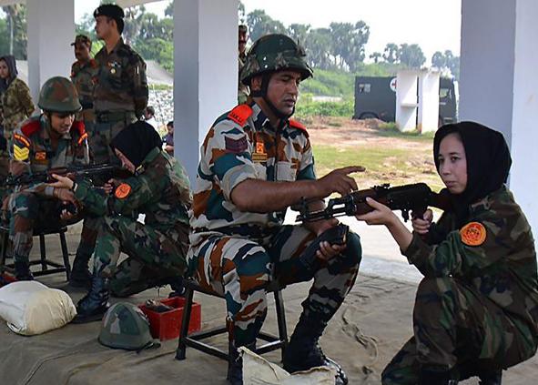 (تصاویر) آموزش نظامی زنان افغان در هند