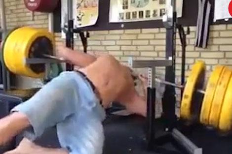 حادثه بد برای جوان بدنساز در باشگاه!