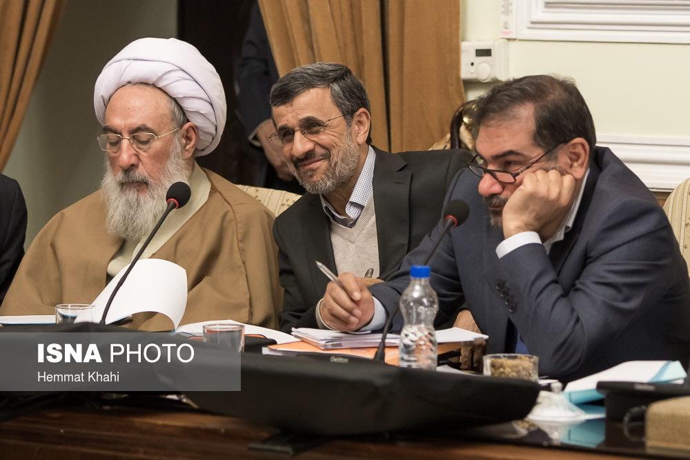 محمود احمدینژاد در جلسه مجمع به چه میخندید؟