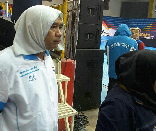 جنجال مرد روسری پوش در مسابقات بانوان!