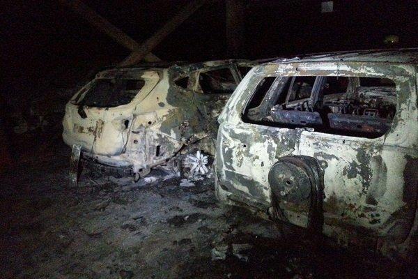 آتش سوزی 4 خودرو گران قیمت در یک پارکینگ