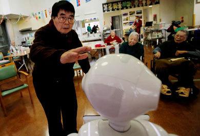 (تصاویر) رباتهای ژاپنی برای مراقبت از سالمندان